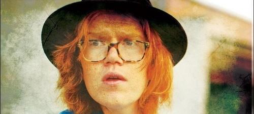 BRETT DENNEN: El hippy de la voz rara