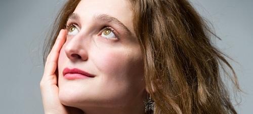 Un dardo en la esperanza, la poesía de Adriana Davidova