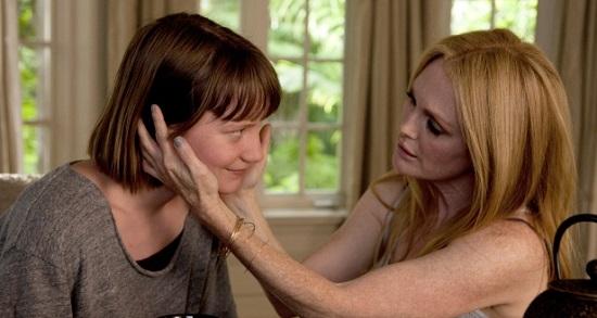 Mia Wasikowska y Julianne Moore