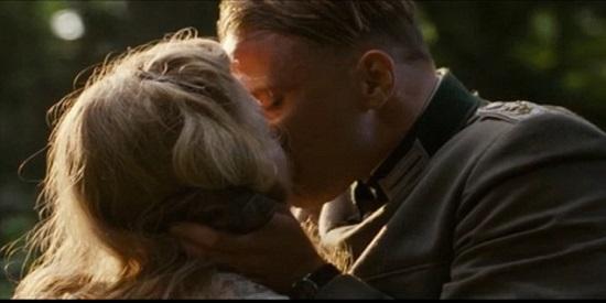 """Michelle Williams y Matthias Schoenaerts en una de las escenas amorosas de """"Suite francesa"""""""