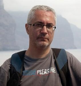 El escritor aragonés Carlos Manzano