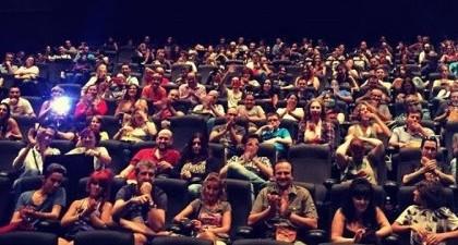 """Cientos de fans en la """"quedada"""" para ver Extinction con sus autores"""