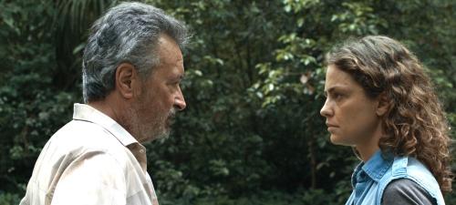 Fernando (Óscar Martínez) no entiende la particular conducta de su hija Paulina (Dolores Fonzi)