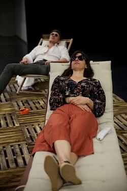 """Francisco Reyes y Fernanda Orazi en """"40 años de paz"""" de Pablo Remón Foto Flora González Villanueva"""