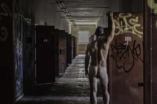 24_IMG_0890-Dark2_REDEl Retraído de David Semuret