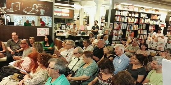 En la presentación muy concurrida de La Central de Barcelona estaban los escritores Andreu Martín, Luis Gutiérrez Maluenda, Alicia Estopiña, Francesc Rovira Llacuna, Isidro Garrido y Miguel Agustí entre el público.