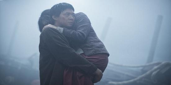 Una historia de amor al límite humaniza esta película sangrante.
