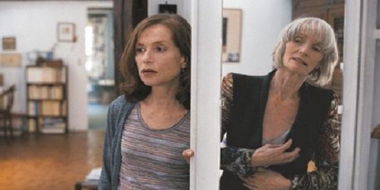 """La veterana actriz Edith Scob (""""Ojos sin rostro"""") interpreta a la madre de la protagonista."""