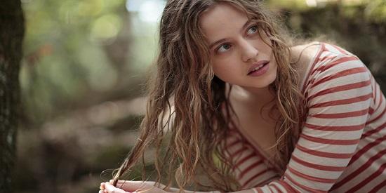 Lou de Laâge aporta frescura y la belleza turbadora de la juventud.