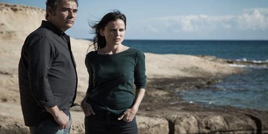 Eduard Fernández y Elena Anaya forman una pareja insólita que se encuentra en el Cabo de Gata en la película de Imanol Uribe.