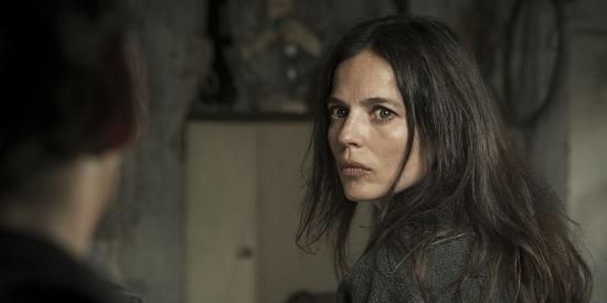 Elena Anaya no consigue transmitir al espectador el interior de su atormentado personaje.