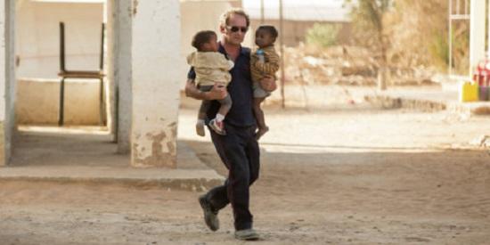 Joachim Lafosse recoge un hecho real para su film, la actuación de una ONG en el Chad.