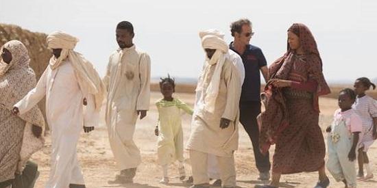 """""""Los caballeros blancos"""" está rpdada en escenarios naturales del Chad y cuenta con la interpretación del francés Vincent Lindon como jefe de la expedición humanitaria."""