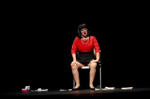 """En la imagen la estupenda actriz y autora Ana Murillo, en un momento de """"Carmen, te queremos"""", dirigida por Arturo Bernal. Foto Vampary media"""
