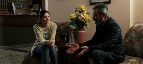 La antigua novia del Nobel (Andrea Frigerio) le pide explicaciones al que fuera su antiguo amor (Óscar Martínez)