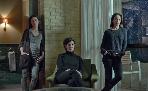 Patricia López, Elvira Mínguez y Marta Etura dan vida a tres hermanas con un pasado trágico en El guardián invisible