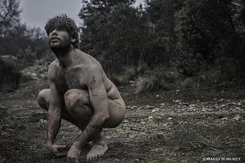 En la imagen el actor Iván Hermes, el Adán de Eva ha Muerto, de César Augusto Cair. Foto David Semuret