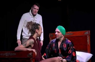 Ángel Ferrero, Lucía Martínez Villar y Alejandro Marzal en un momento de la representación de Amores Perdidos