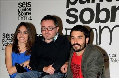 El director Roberto Pérez Toledo, con Verónica Echegui que es Enma, y Alex García que es German. Foto de Joaquín Fernandez