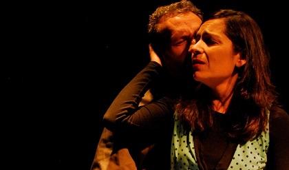 """Antonio Carrera y Laura Firpo en un momento de la representación de """"Ventana al sur"""""""