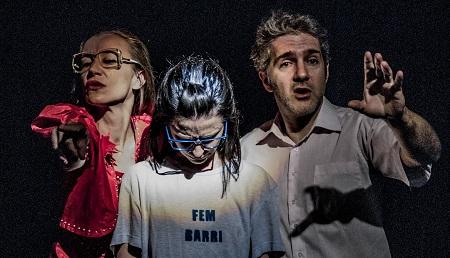 Horten Soler la madre, Cristina Bertol la niña, y Rodrigo Sáenz de Heredia el padre en Amor Fati o cómo llegué a operarme de glaucoma, de Yaiza Ramos