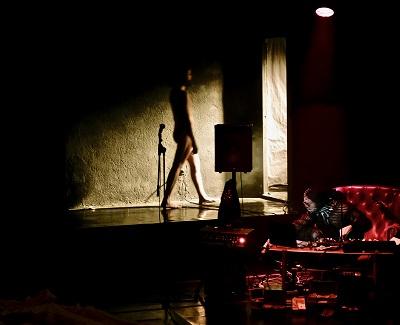 Santi Senso abandona el escenario. El Acto Íntimo: Nanas del Insomnio ha terminado Foto Jesús Corbín