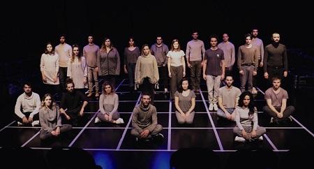 El la imagen el grupo que concebirá el Acto Intimo El Holocausto Del Amor
