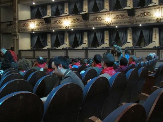 """Espectadores de """"Encierro 3D"""" ataviados con su pañuelo de San Fermín @Alejandro Contreras"""