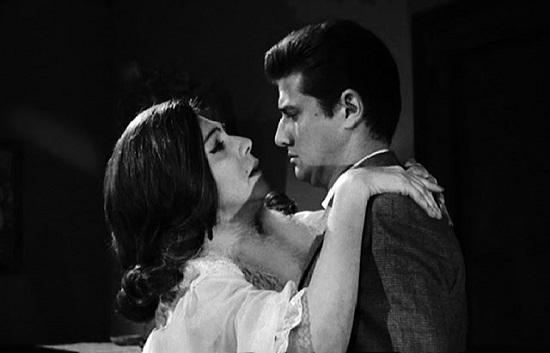 Tota Alba (Buenos Aires, 1914-Madrid, 1983) con Carlos Larrañaga en El extraño viaje
