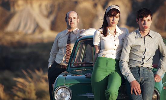 Javier Cámara, Natalia de Molina y Francesc Colomer en un alto en el camino
