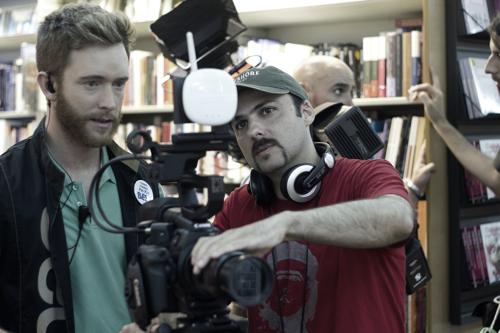 Pablo Rivero y el director Lucas Figueroa rodando Viral en la Fnac