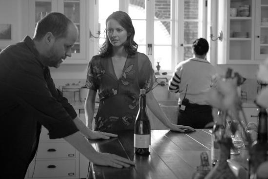 Joss Whedon y la actriz Amy Acker (Beatriz) durante el rodaje de Mucho ruido y pocas nueces (2012)