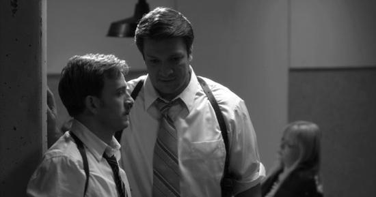 Reed Diamond (Don Pedro) y Nathan Fillion (Dogberry) en Mucho ruido y pocas nueces (2012)