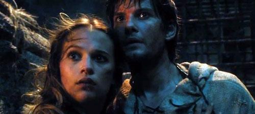 Alicia Vikander y Ben Barnes en 'El séptimo hijo'