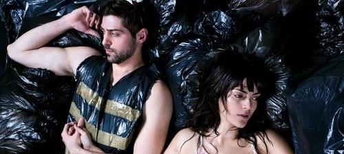 """""""Ejercicios de violencia para abejas"""", de Abel Zamora con Beatriz Arjona y Andrés Acevedo"""