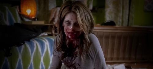 Ashley Green es una posesiva ex novia zombi en Burying The Ex