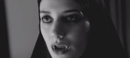 Sheila Vand es A Girl Walks Home Alone At Night