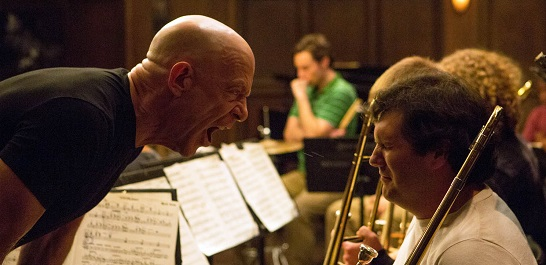 J.K. Simmons en plena acción como director de orquesta