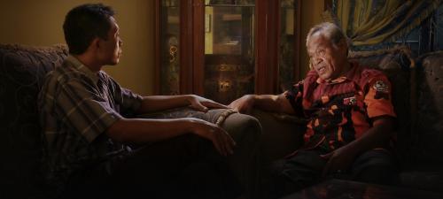 En La mirada del silencio, el hermano de una víctima del genocidio se entrevista con los asesinos de su familiar