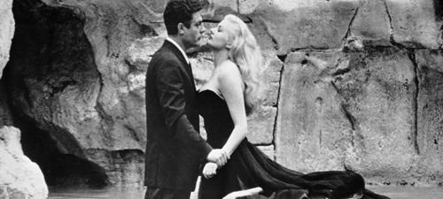 Marcello Mastroianni y Anita Ekberg en La Dolce Vita (1960), icono visual del séptimo arte.