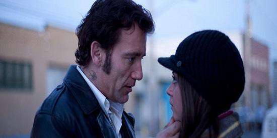 Mila Kunis es la joven Natalie, que enamora al duro Chris
