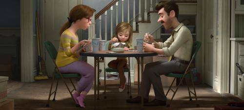 Una niña y sus padres son los protagonistas de la trama exterior del Del revés
