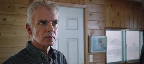 Billy Bob Thornton da vida en Cut Bank al dueño de un taller que se ve envuelto en un extraño suceso