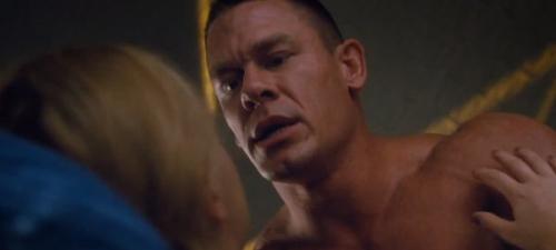 El luchador y actor de cine de acción John Cena encarna a un novio musculado de la protagonista de Y de repente tú