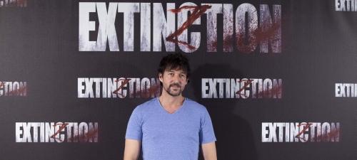 """Miguel Ángel Vivas: """"Quería que 'Extinction' fuera una carta de amor al cine clásico"""""""