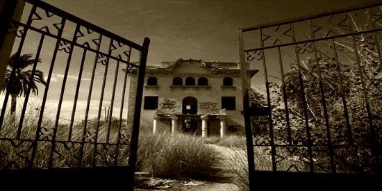 Hay dos relatos que giran en torno a casas misteriosas, La Maga, uno de ellos.