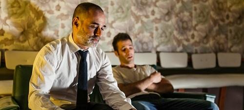 Añicos, de Carlos Be, el debut como director de Pablo Martínez Bravo