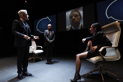 BANQUEROS VS ZOMBIS -2015- Escena con interactividad entre actores diovisuales