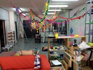 La instalación de Laura Ramis inunda de colores el estudio