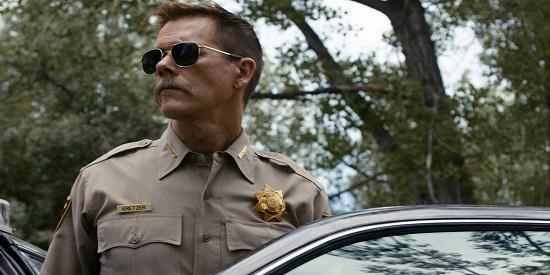 Kevin Bacon en su papel de sherif malvado